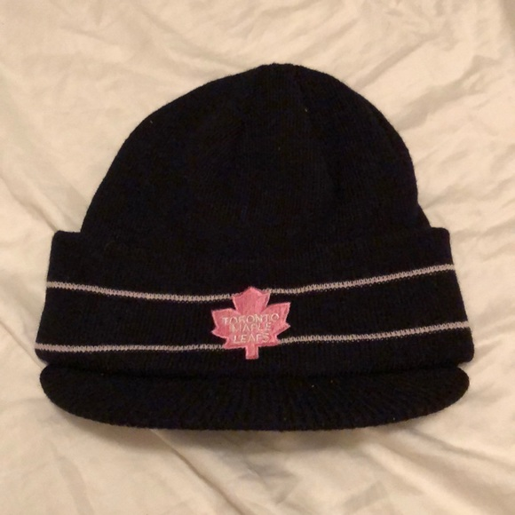 quality design 0d780 3cf97 Reebok Toronto Maple Leafs breast cancer beanie